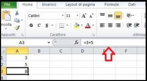 Schermata di Excel con indicata da una freccia rossa la Barra della formula