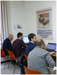 Studenti al lavoro davanti il computer