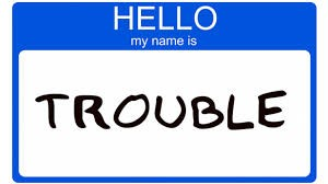 disegno di un rettangolo dove è scritto Hello my name is TROUBLE