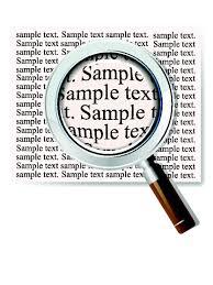 lente che ingrandisce il testo di un documento