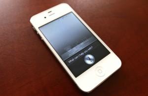 fotografia di Smartphone che sta eseguendo il programma di riconoscimento vocale