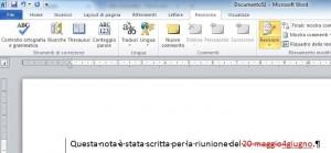 Parte di schermata di Word dove nella barra multifunzione è selezionato il pulsante Revisioni