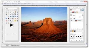 schermata di un programma di editing grafico con al centro una immagine di deserto roccioso