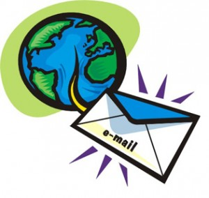 Busta bianca con scritto e-mail che esce dalla figura di un mondo