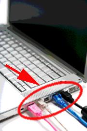Computer portatile con evidenziate le porte a cui si connettono, rete, stampante, ecc...