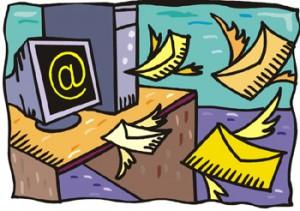 Buste con le ali che stanno volando verso un computer sul cui schermo vi è una grande @