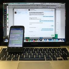 immagine con un PC e uno smartphone che visualizzano gli stessi dati
